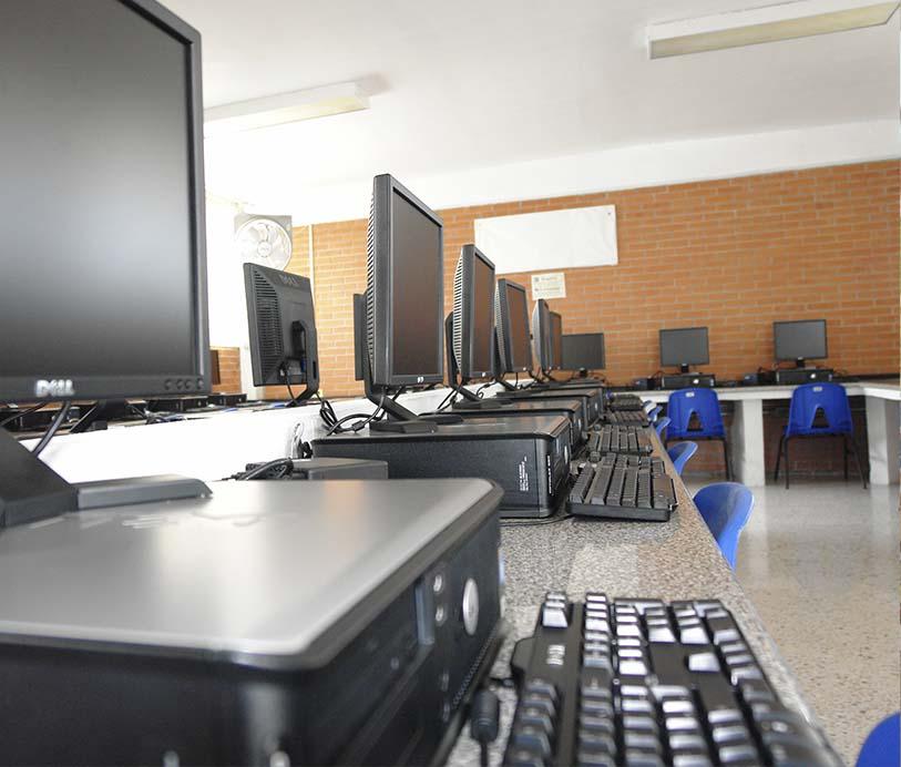 Colegio Buena Tierra, Salón de cómputo