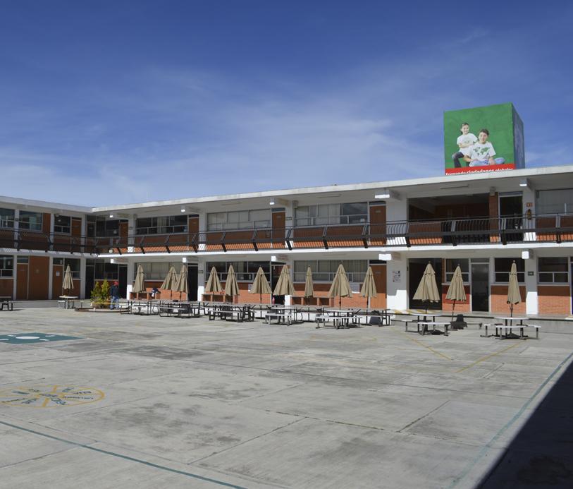 Colegio Buena Tierra, Plaza cívica